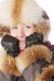 Glimlachende vrouw in de winterkleren Stock Foto's