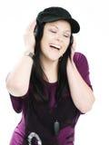Glimlachende vrouw met hoofdtelefoons het luisteren muziek royalty-vrije stock fotografie