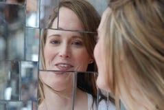 Glimlachende vrouw met relection Royalty-vrije Stock Foto's