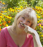 Glimlachende vrouw met snor Royalty-vrije Stock Foto