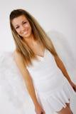 Glimlachende vrouw met vleugels Royalty-vrije Stock Afbeeldingen