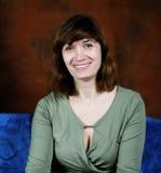 Glimlachende vrouw op middelbare leeftijd als voorzitter royalty-vrije stock foto's