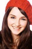 Glimlachende vrouw in rode hoed stock afbeeldingen