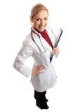 Glimlachende vrouwelijke arts met medische omslag stock afbeeldingen
