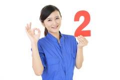 Glimlachende vrouwelijke werknemer Stock Afbeelding