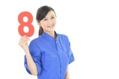 Glimlachende vrouwelijke werknemer Royalty-vrije Stock Afbeeldingen