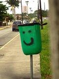 Glimlachende Vuilnisbak Stock Afbeeldingen