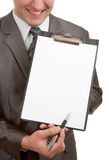 Glimlachende zakenman die klembord richt Stock Afbeeldingen