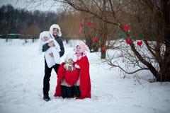 Glimlachkinderen met hart Stock Afbeeldingen