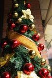 Glimma julgranbakgrund arkivbild