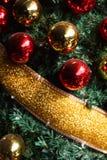 Glimma julgranbakgrund arkivbilder