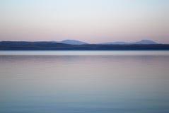 glimma sjön royaltyfri bild