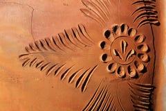 Gliniana ceramiczna tekstura, wzór, tło, Glinianego garnka czerep z wzorem i pęknięcie, Fotografia Royalty Free