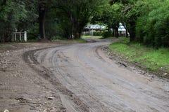 Gliniana droga i earthen droga w wiosce, nie asfaltowa droga fotografia stock