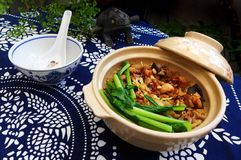 Glinianego garnka ryż, chiński etniczny naczynie Obraz Stock