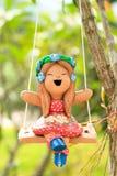 glinianej lali szczęśliwa bawić się huśtawka Obrazy Royalty Free