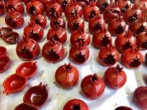 Gliniani granatowów candlesticks w na wolnym powietrzu wprowadzać na rynek w Yerevan obrazy stock