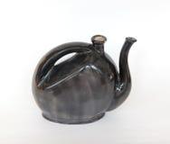 Gliniany czarny teapot odizolowywający Zdjęcia Stock