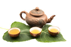 gliniany filiżanek liść herbaty teapot obraz stock