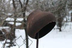 Gliniany garnek swój rękami, zima, śnieg, staromodny, natura zdjęcia stock