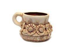 Gliniany kubek z antycznym kwiecistym ornamentem Zdjęcie Royalty Free