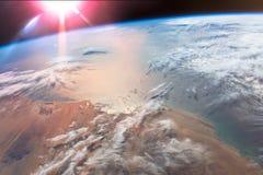 Glint van The Sun straalt van de Atlantische Oceaan uit stock foto