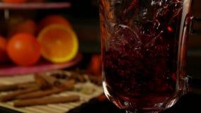 Glintwein полито в чашку сток-видео