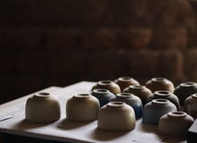 Gliny i formy próbni kawałki od ceramicznego sztuka warsztata Zdjęcie Stock