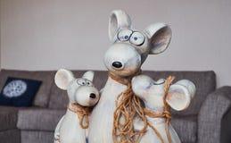 Gliny zabawka w postaci pamiątki dla kuchennych wewnętrznych myszy rodzinnych obrazy royalty free