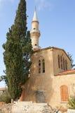 Église avec le minaret en Chypre Photographie stock libre de droits