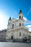 Église dans le regard fixe Maisto - vieille ville Varsovie Photos stock