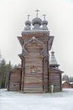 Église en bois, village petite Carélie d'ethno Images libres de droits