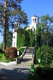 Église et stationnement de monastère de Klisurski Images libres de droits