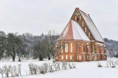 Église gothique Lithuanie de brique rouge Photo stock