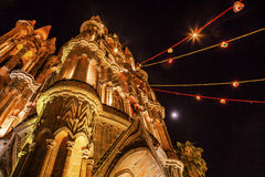 Église San Miguel Mexico de Parroquia de lune de nuit de façade Images stock