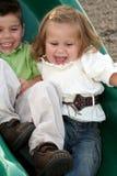 Glissement des enfants de mêmes parents Image stock