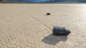 Glissement des pierres sur l'assèche dans le playa de champ de courses Photos stock
