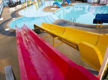 Glisseur dans le parc aquatique public Photographie stock
