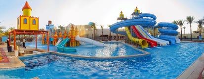 Glisseurs d'Aquapark, stationnement d'aqua, stationnement de l'eau Images libres de droits