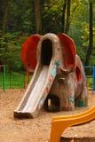 Glissière d'éléphant sur la cour de jeu Photographie stock libre de droits