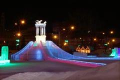 Glissière de glace avec l'illumination lumineuse Photo stock