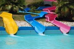 Glissières dans un waterpark Images stock