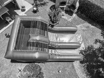 Glissières gonflables dans un jardin, vue aérienne Photographie stock libre de droits