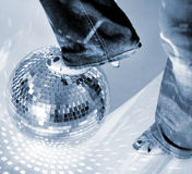 Glitterball et chaussure Image stock