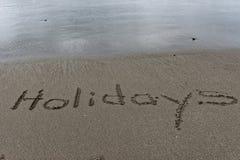 Glittra våt sand med ferier som dras i den royaltyfri fotografi