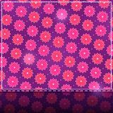 Glänzende Karte mit rosafarbenem Blumen-Muster Lizenzfreies Stockfoto