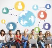 Globaal Communicatie Sociaal Media Voorzien van een netwerkconcept Stock Foto's