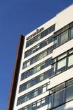 Globaal professioneel de dienstverlenerembleem van Accenture bij de Tsjechische hoofdkwartier bouw Stock Foto