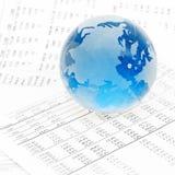 Global de cristal na carta financeira Fotografia de Stock Royalty Free