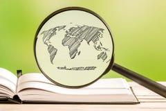 Global information om värld med en blyertspennateckning Fotografering för Bildbyråer